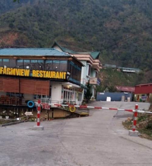 Trung tâm nghiên cứu thủy sản nước lạnh Sa Pa ngang nhiên lập rào chắn không cho xe của công ty Việt Đức chở thức ăn, thực phẩm ra vào nhà hàng.