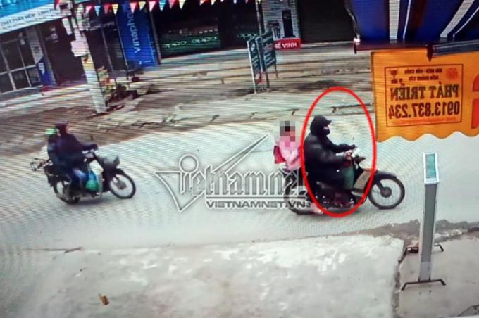 Camera ghi cảnh nghi phạm Nguyễn Trọng Trình chở nạn nhân trước khi xâm hại. (Ảnh Vietnamnet)