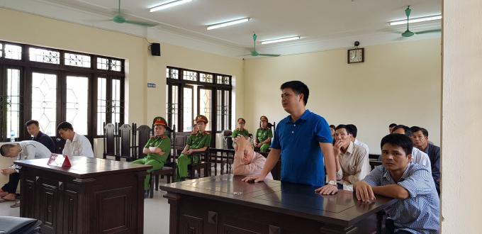 Ông Phạm Công Bình – cán bộ công an huyện Gia Bình tại phiên tòa.