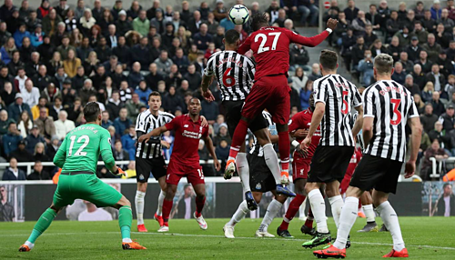Origi (số 27) đánh đầu ghi bàn quyết định. Đây là bàn thắng thứ 12 của Liverpool được thực hiện bởi cầu thủ vào sân thay người - thống kê cao nhất giải. Ảnh: Reuters.
