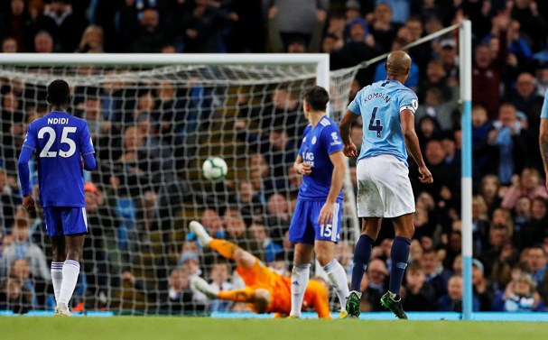 Company trở thành người hùng của Man City khi ghi bàn thắng duy nhất của trận đấu. Ảnh: Getty