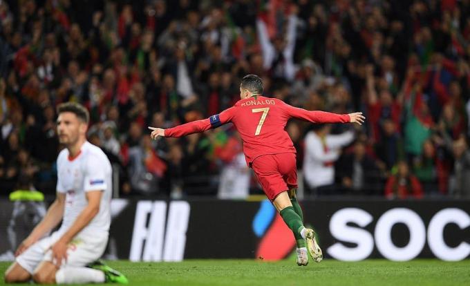Ronaldo chói sáng với cú hat-trick tuyệt đỉnh