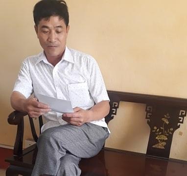 Ông Trần Văn Lập, Chủ tịch UBND xã Hải Triều làm việc với PV Báo Pháp luật Việt Nam.