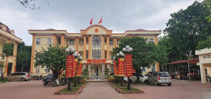 Trụ sở UBND xã Phùng Xá nơi để xảy ra sự việc doanh nghiệp Đức Tài ngang nhiên lấn chiếm đất gây bức xúc trong quần chúng nhân dân.