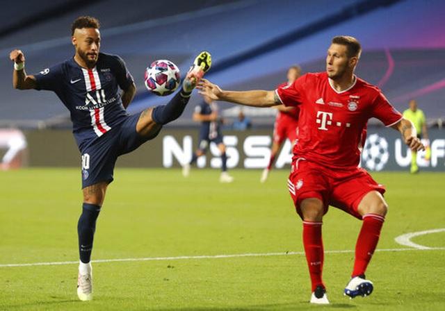 Pha đối đầu giữa Neymar (trái) và Sule (phải).