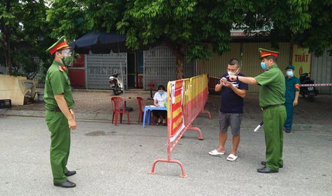 Trong 1 tuần thực hiện giãn cách xã hội theo Chỉ thị 17, Hà Nội xử phạt hành chính khoảng 7 tỷ đồng các trường hợp vi phạm quy định phòng chống dịch.