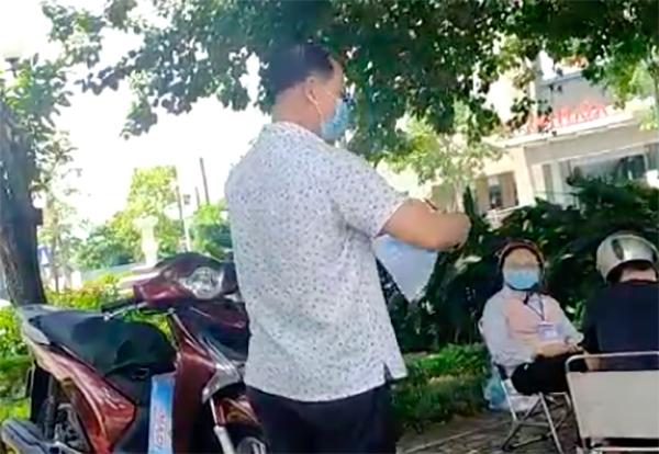 vo-bi-phat-loi-ra-duong-khong-ly-do-chinh-dang-nguoi-chong-den-xe-bien-ban