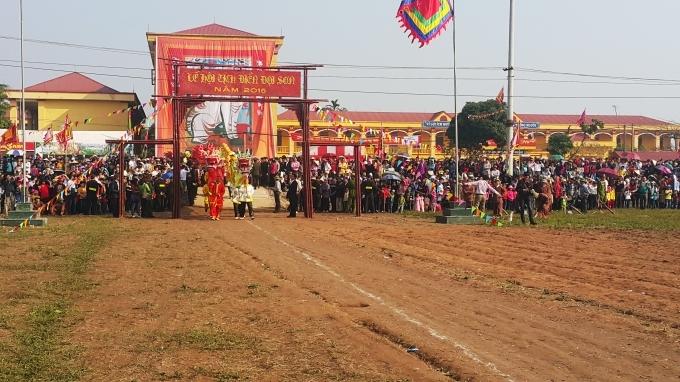 Hàng nghìn người dân đã đến từ nhiều nơi tham dự Lễ hội Tịch điền.