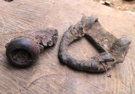 Những hiện vật ông Khâm phát hiện trong khu vườn nhà mình.