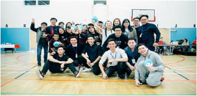 Trường Surrey đoạt giải 'Team Phong Cách' với số người bình chọn nhiều nhất trên các trang mạng xã hội.