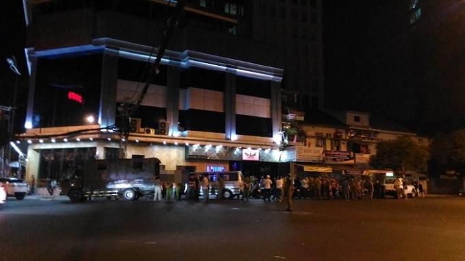 Độc quyền: Hàng trăm dân chơi bị kiểm tra tại Bar 212 Nguyễn Trãi