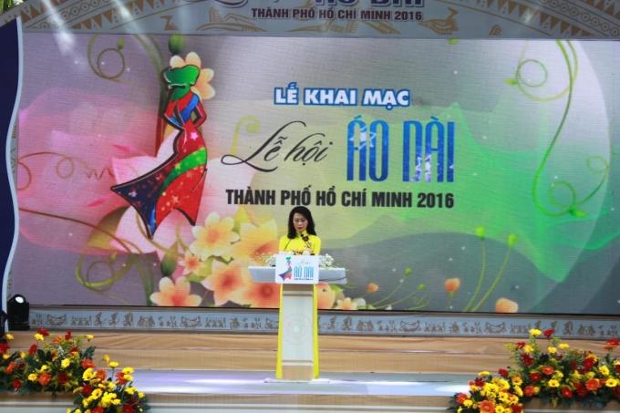 Bà Nguyễn Thị Thu tuyên bố khai mạc Lễ hội Áo dài TP HCM lần 3 năm 2016.