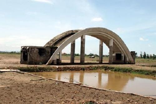Khu đô thị rộng 43 ha sau 10 năm được giao đất mới xây được chiếc cổng.