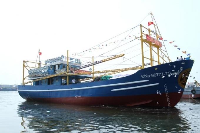Tàu vỏ thép khủng đã được hạ thủy sau hơn 6 tháng thi công.