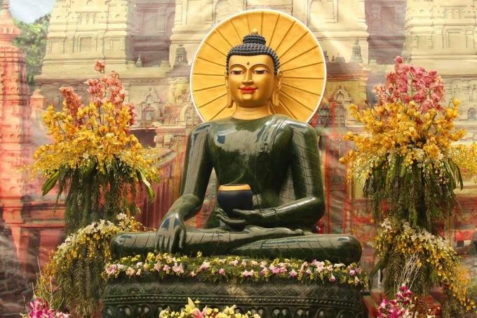 Tượng Phật ngọc cho hòa bình thế giới được cung thỉnh về Chùa Hồng Phúc từ ngày 08/4 đến 20/4/2016.