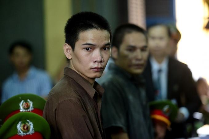 Được chủ tọa gọi lên vành móng ngựa, Vũ Văn Tiến xin tòa tha tội chết vì tham gia trói các nạn nhân trong gia đình ông Lê Văn Mỹ là do Nguyễn Hải Dương ép buộc.