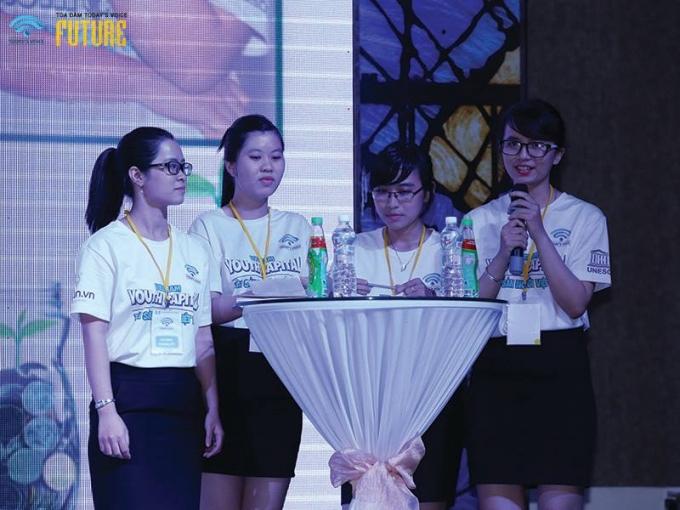 Bốn thành viên xuất sắc của đội UP trong cuộc thi.