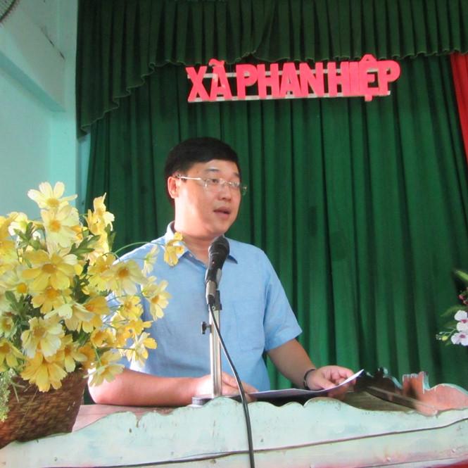 Ông Lê Quốc Phong, Ủy viên dự khuyết Trung ương Đảng, Bí thư thứ nhất Trung ương Đoàn, Đại biểu Quốc hội khóa 14 cùng đoàn công tác hỏi thăm tình hình học tập và trao học bổng cho học sinh huyện Bắc Bình.