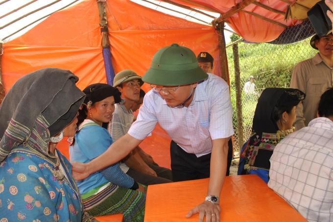Chủ tịch tỉnh Lào Cai lội suối vào hiện trường vụ sập hầm vàng, hỗ trợ gia đình thiệt hại