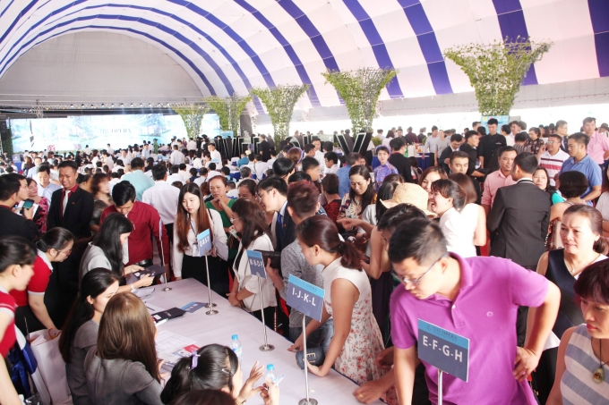 Hơn 1.000 khách hàng tham gia sự kiện.