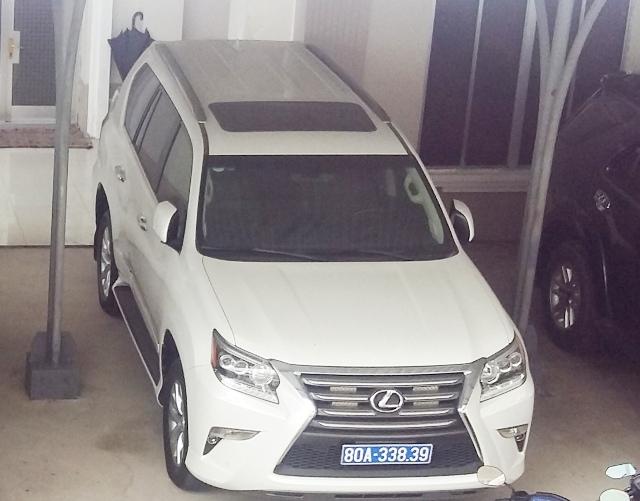 Một trong 2 chiếc xe mà Công ty Công Lý tặng đang đậu ở UBND tỉnh Cà Mau.