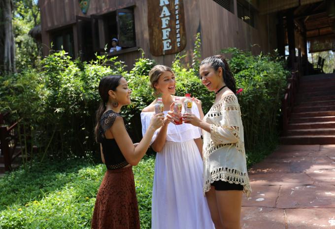 Top 5 hoa hậu thích thú khi sử dụng sản phẩm Trà thanh nhiệt Dr. Thanh tại Vinpearl Phú Quốc.