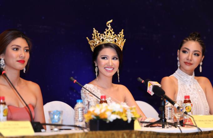 Các hoa hậu chia sẻ trong buổi họp báo vừa diễn ra ở Hà Nội cuối tháng 4/2017.