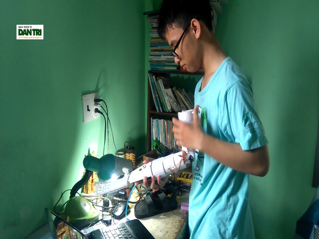 """Nam sinh """"cánh tay robot cho người khuyết tật"""" giành giải Ba cuộc thi Khoa học Kỹ thuật Quốc tế"""