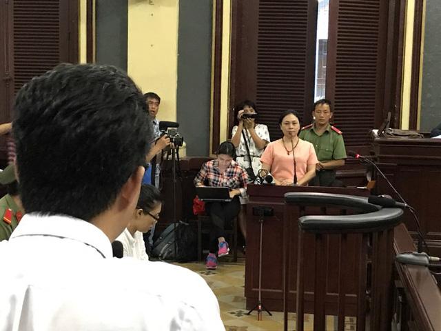 Bà Hồ Mai Phương kể bà Nguyễn Mai Phương thường xuyên liên lạc với bà qua viber và hứa sẽ lo cho Phương Nga,