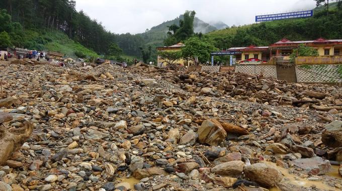 Thị trấn Mù Cang Chải và một phần xã Kim Nọi, Chế Tạo chìm trong đất, đá và những gì còn lại sau trận lũ kinh hoàng vương.