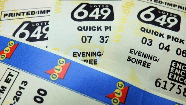 Cặp vợ chồng mua vé số Lotto 649 và trúng 5 triệu USD. (Nguồn: CTV News)