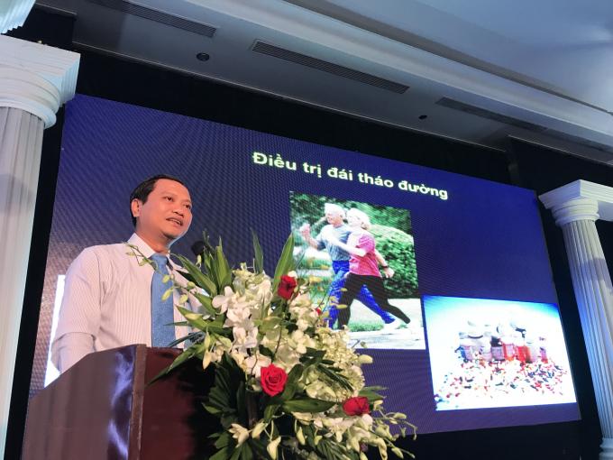 TS.BS Phan Hữu Hên chia sẻ cách thiết lập chế độ dinh dưỡng theo thể trạng của từng bệnh nhân, hỗ trợ kiểm soát đường huyết tốt nhất.