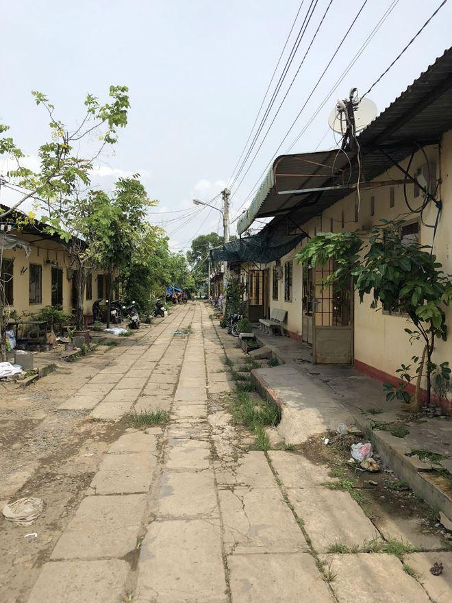 Một góc khu tạm cư Long Hưng, nơi một số người dân mất đất lay lắt sống.