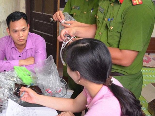 Đối tượng Thành cung cấp các thiết bị công nghệ cao cho học sinh, sinh viên thuê nhằm gian lận trong thi cử (ảnh cơ quan Công an)