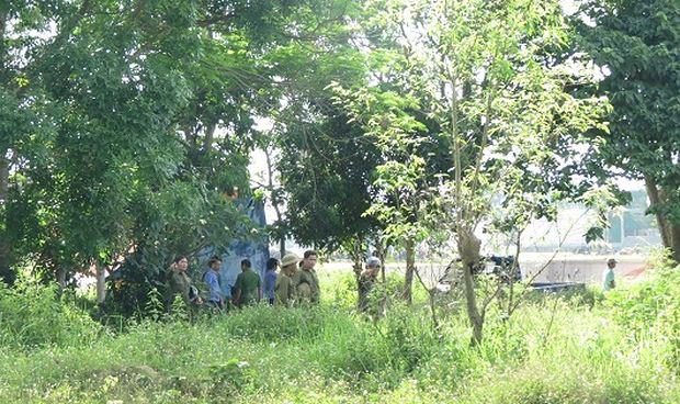 Cơ quan công an tiến hành khai quật mộ, lấy mẫu để giám định tìm nguyên nhân cái chết sau 6 năm chôn cất.