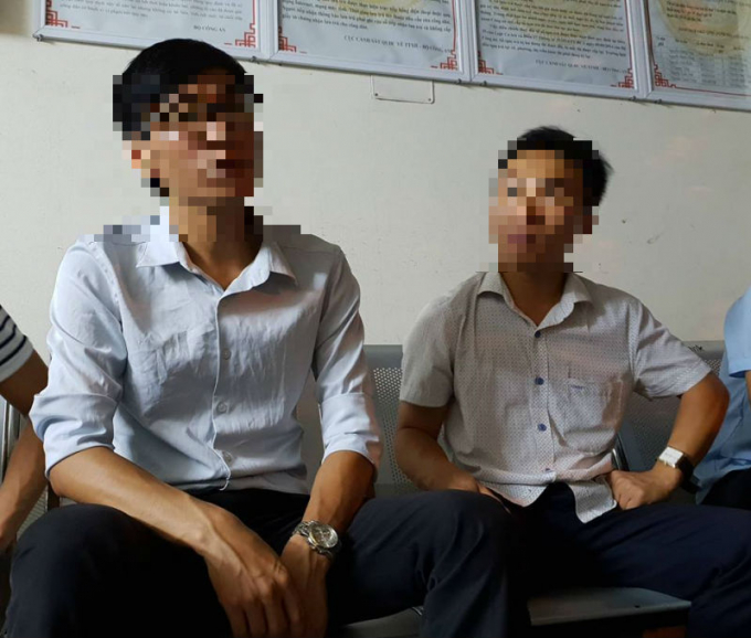 Hai phóng viên được mời về Công an phường Văn Quán để phối hợp giải quyết vụ việc.