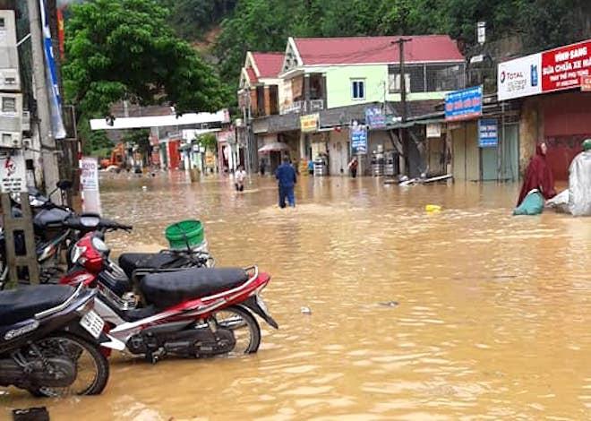 Mưa lũ gây ngập úng, chia cắt nhiều nơi trên địa bàn Nghệ An.