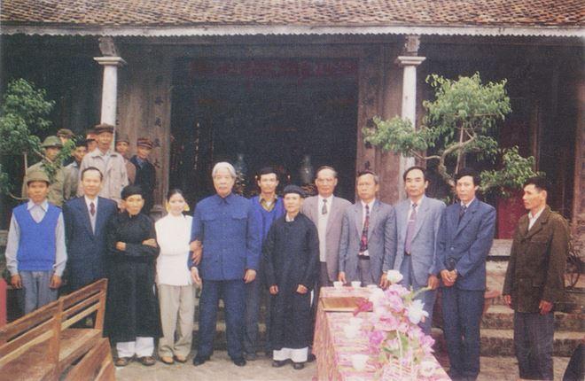 Tổng Bí thư Đỗ Mười thăm đền thờ Danh nhân văn hóa Trạng trình Nguyễn Bỉnh Khiêm.