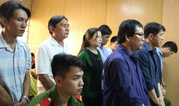 """Các bị cáo trong vụ bán logo """"xe vua"""" xảy ra ở TP HCM, Bình Dương và Đồng Nai hầu tòa."""