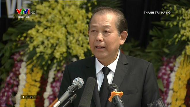 Phó thủ tướng Trương Hòa Bình, Trưởng ban tổ chức tang lễ, tuyên bố bắt đầu lễ an táng.
