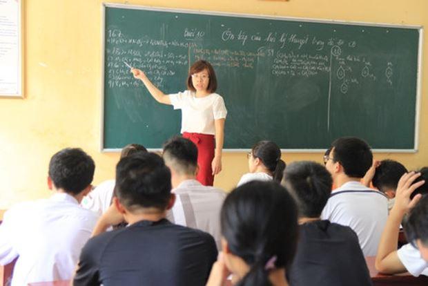 Thầy cô sẽ không sợ phạt, khi dạy trò bằng kiến thức và trái tim mình. (Ảnh minh họa)