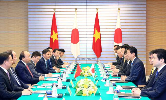 Thủ tướng Nguyễn Xuân Phúc hội đàm với Thủ tướng Nhật Bản Shinzo Abe. Ảnh: VGP/Quang Hiếu.