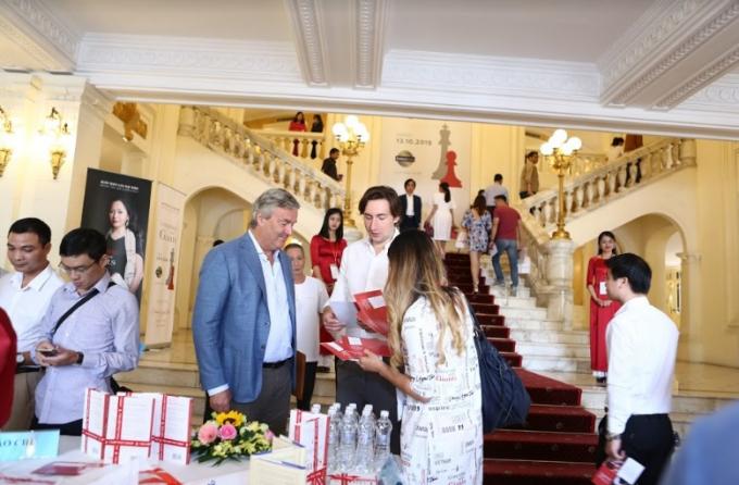 Buổi giao lưu có sự tham dự đông đảo khách mời trong và ngoài nước.