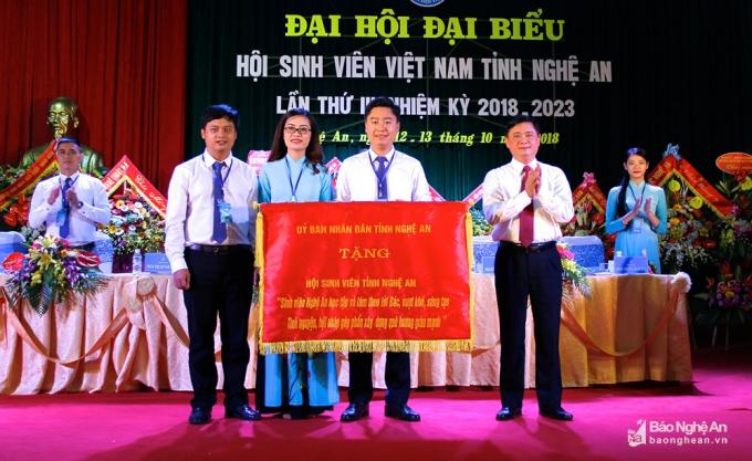 Chủ tịch UBND tỉnh Thái Thanh Quý đề nghị Hội Sinh viên tỉnh tiếp tục phát huy truyền thống, đạt nhiều thành tựu trong nhiệm kỳ mới. Ảnh: Mỹ Nga