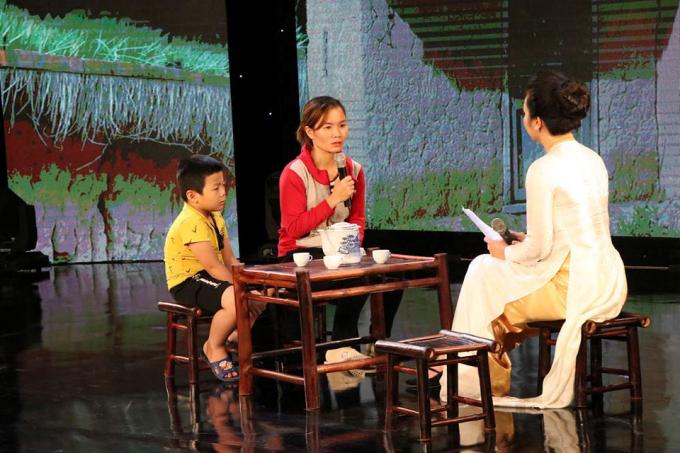 Chị Trần Thị Hải Yến chia sẻ về hoàn cảnh của gia đình sau khi chồng qua đời do tai nạn giao thông.