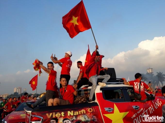 Hàng triệu người hâm mộ Việt Nam hướng về đội tuyển trong trận chung kết AFF Cup 2018.