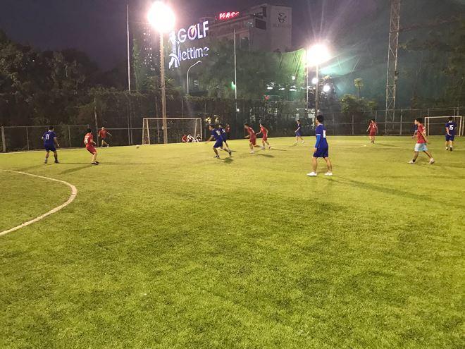Đội bóng Báo Pháp luật Việt Nam và Công an Bắc Giang ngang sức, ngang tài ở hiệp 1.