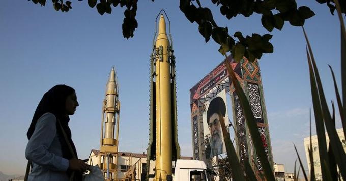 Lực lượng quân đội Iran phô bày sức mạnh.