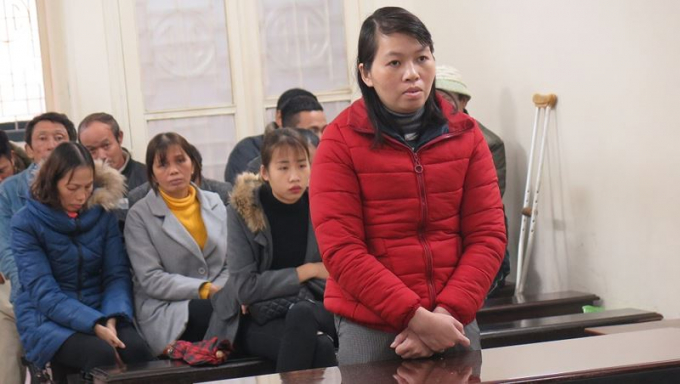Bị cáo Đinh Thị Hồng Linh tại tòa.