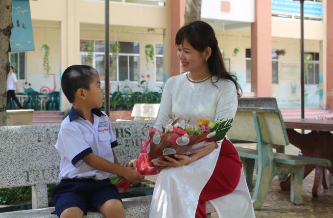 """Truyền thống """"Tôn sư trọng đạo"""" của người Việt từ ngày xưa, vẫn được gìn giữ cho đến ngày nay."""